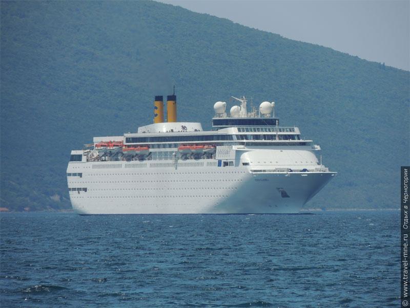 Многие круизные суда заходят в черногорский Котор (на снимке - теплоход Costa Classica)