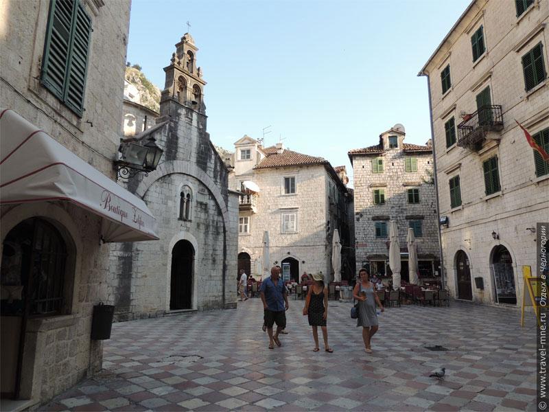 Старый Котор притягивает к себе туристов со всего мира