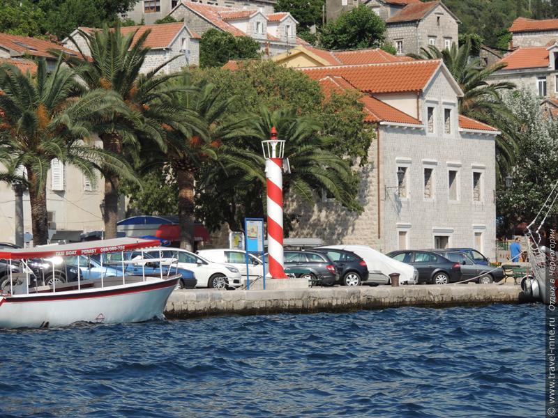 Городской маяк напоминает о былом морском величии Пераста