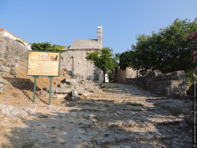 Некоторые камни на древних мощенных улицах Бара сохранились еще с IX века