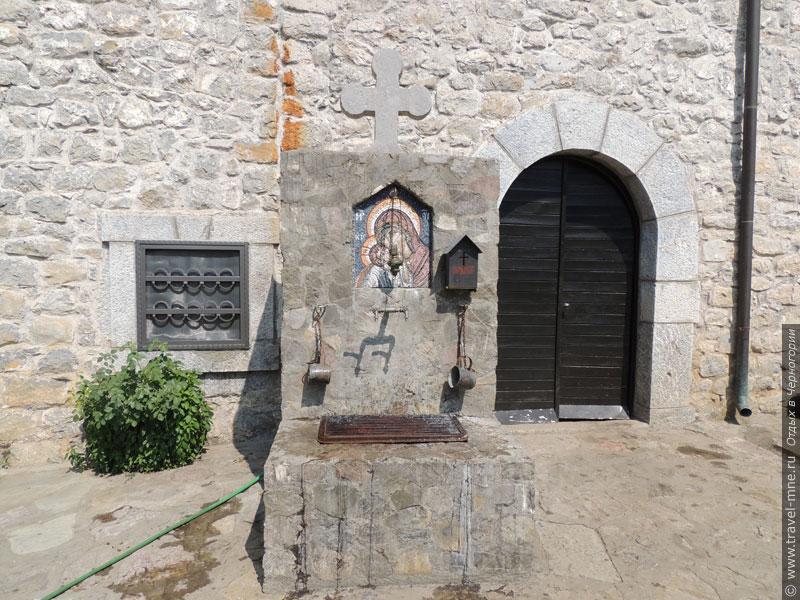 На территории монастыря имеется источник со святой водой