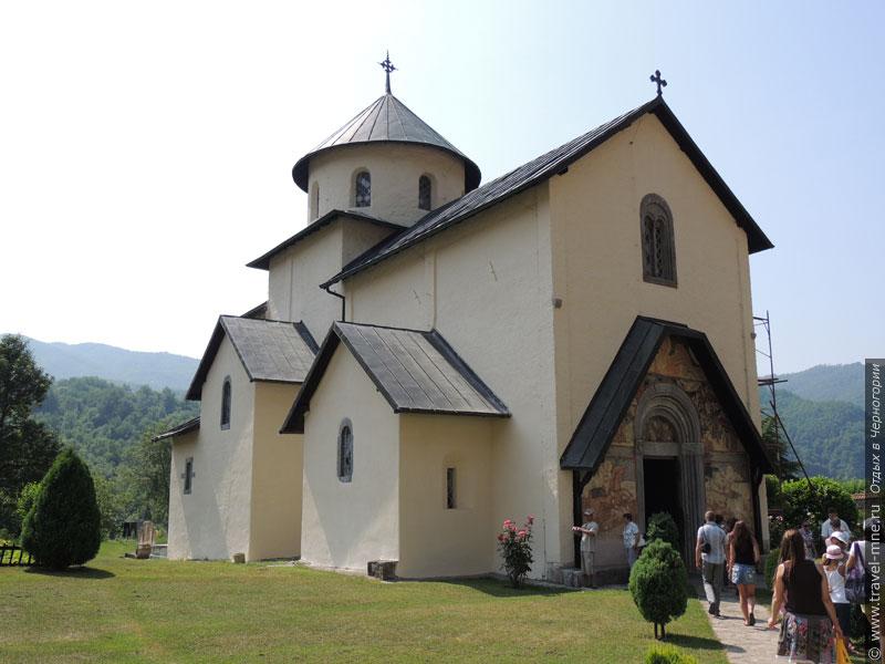Соборная церковь Успения Богоматери - главный храм монастыря Морача