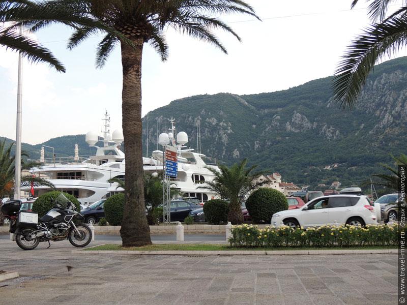 В порту Котора всегда стоят морские яхты