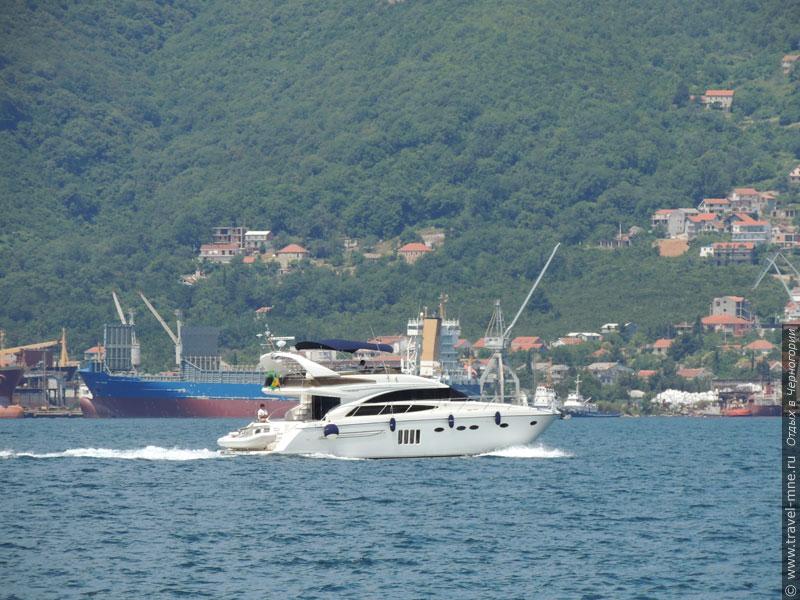 В Бока Которска кипит портовая жизнь и развито судоходство