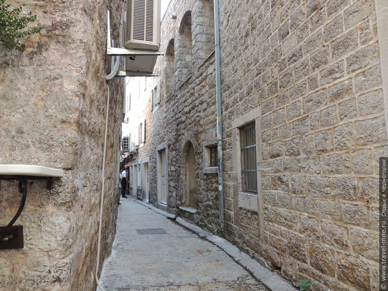 Узкие улочки в Старой Будве остались точно такими же, как и много веков назад
