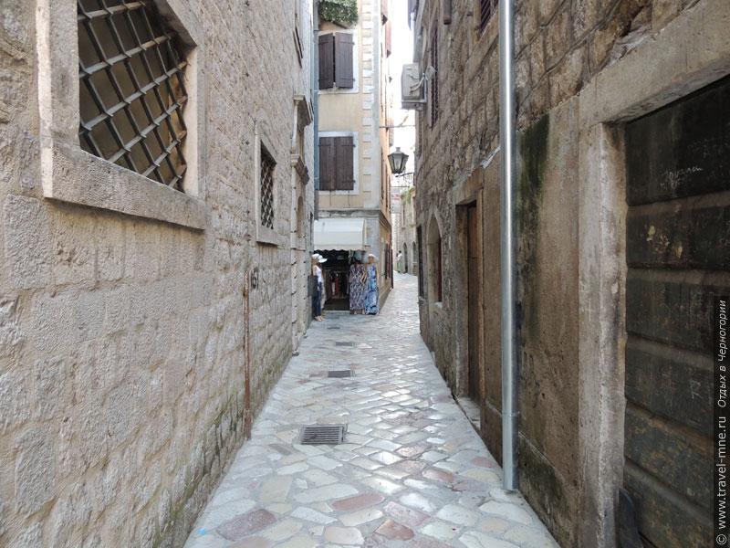 Улочки старого города довольно узкие и извилистые