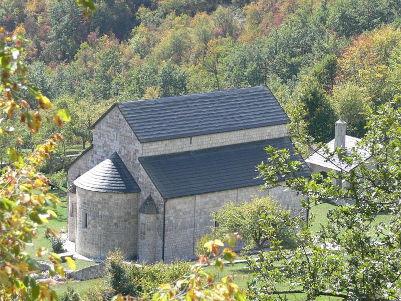 Церковь Успения Богородицы Пивского монастыря не имеет в своей конструкции отдельного купола