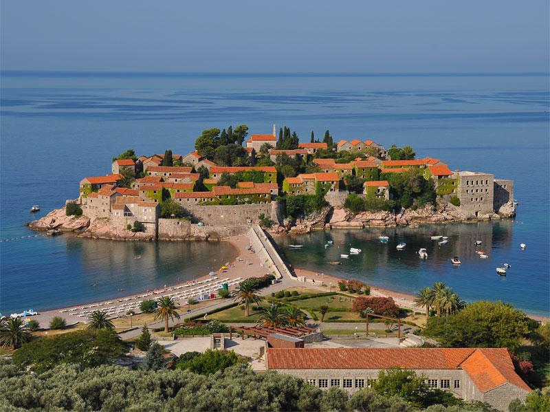 Территория острова Святой Стефан полностью занята отелем Aman Sveti Stefan