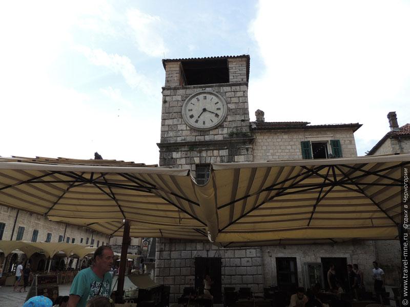 Часовая башня на Оружейной площади Котора