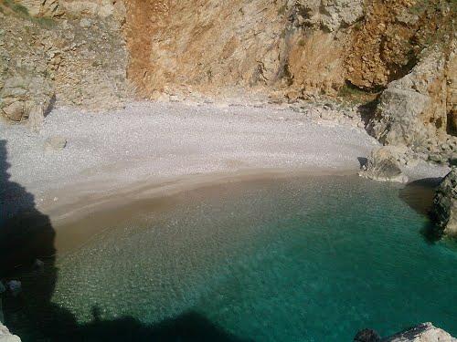Пляж у Красной пещеры / Crvene pećina plaža