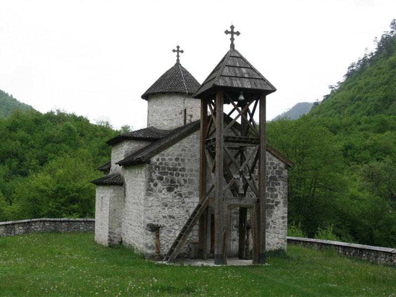 Главная церковь монастыря Добриловина посвящена Святому Георгию