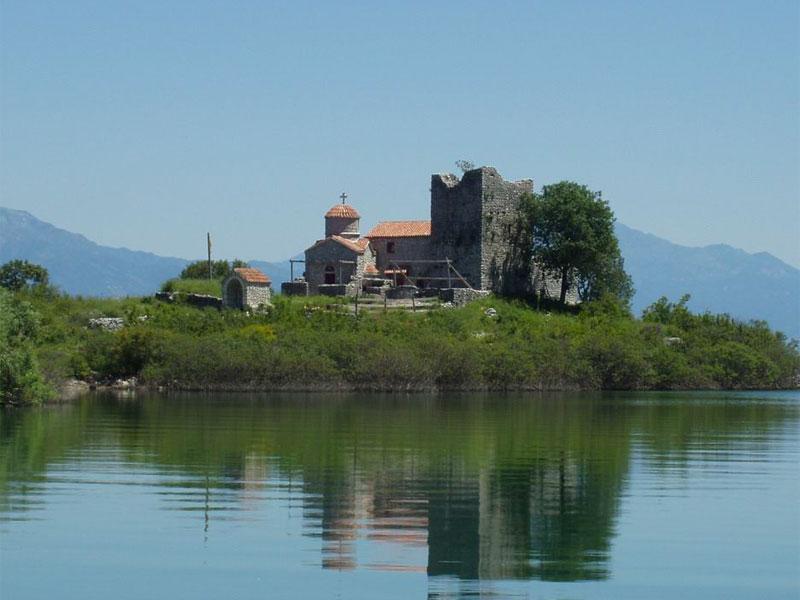 Монастырские постройки с храмом Пресвятой Богородицы Троеручницы