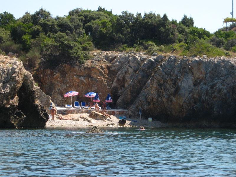 Нудистский пляж около Утехи / Nudistička plaža