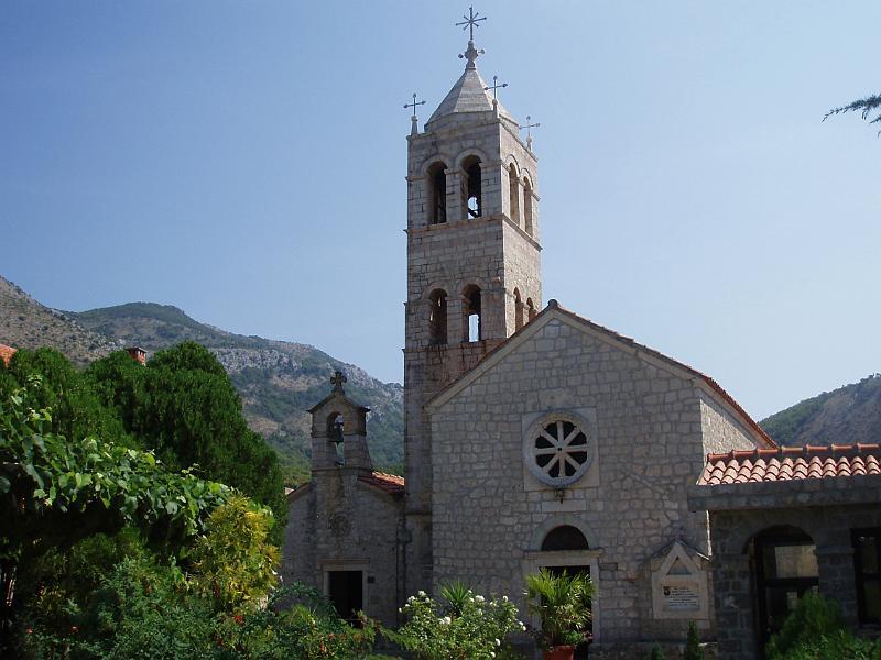 Церковь Святой Троицы с колокольней в монастыре Режевичи