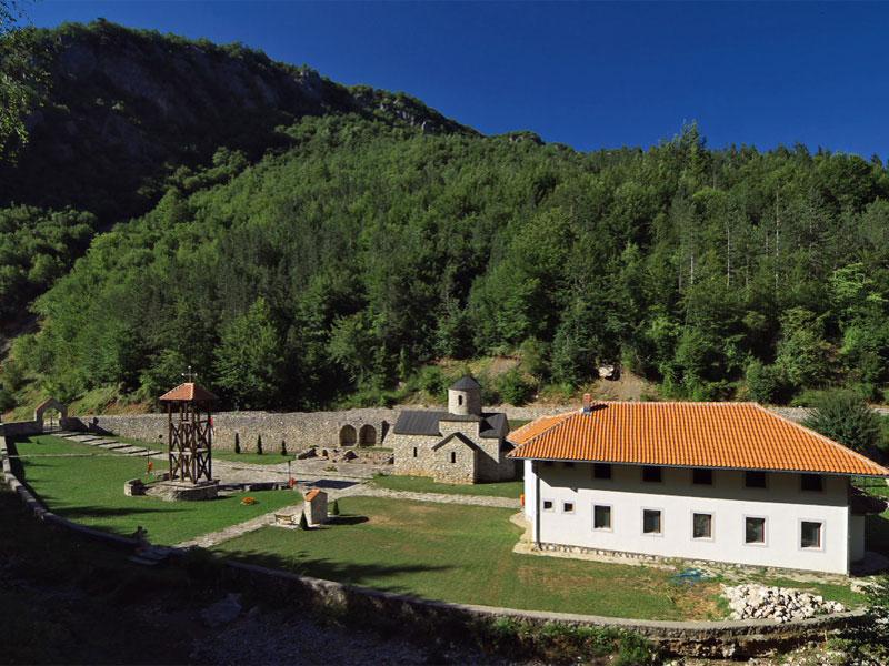 Монастырский комплекс Калудра сегодня полностью восстановлен на частные пожертвования