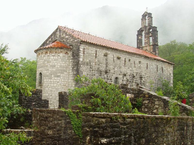 Монастырская церковь в Нижних Брчелах посвящена Святому Николаю Чудотворцу