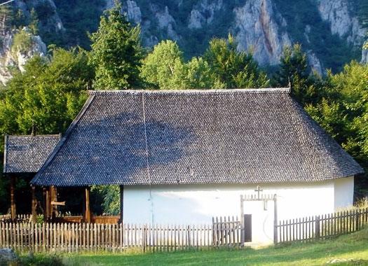Монастырская церковь Святого Николая снаружи выглядит как обычный дом