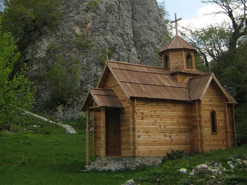 Монастырская церковь Святого Пантелеймона полностью построена из дерева