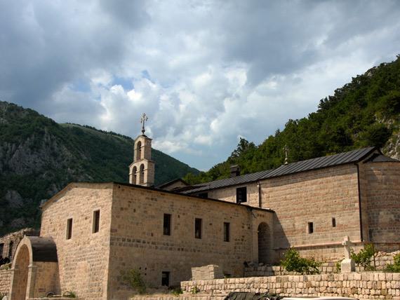 Монастырь  Станевичи был заново отстроен на месте руин, оставшихся с XIX века