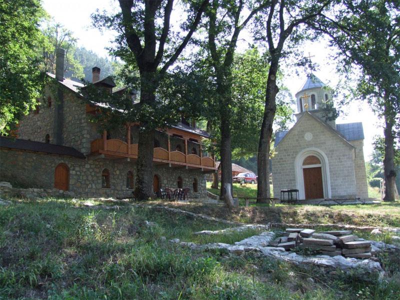 Церковь монастыря Шудикова посвящена Вознесению Пресвятой Богородицы