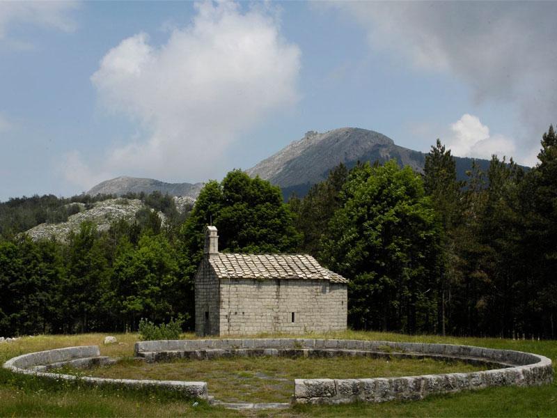 Современная монастырская Свято-Преображенская церковь была построена в XIX веке