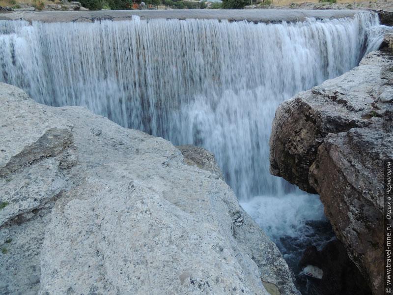 Водопад Ниагара занимает всю ширину реки Циевна