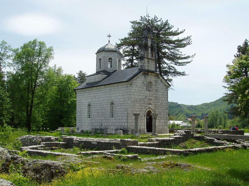 Дворцовая церковь построена на развалинах старого Цетинского монастыря