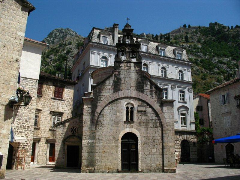 Церковь Святого Луки является одним из немногих в мире действующих храмов с двумя алтарями