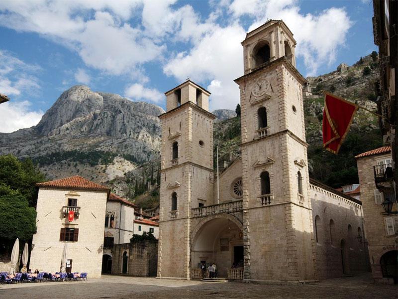 Собор Святого Трифона - главная достопримечательность старой части Котора