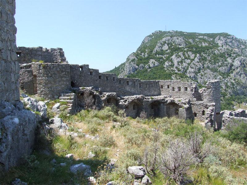Крепость Хай-Нехай была построена высоко в горах в недоступном со всех сторон месте