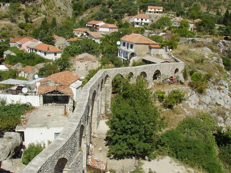Барский акведук - единственное хорошо сохранившееся подобное сооружение в Черногории
