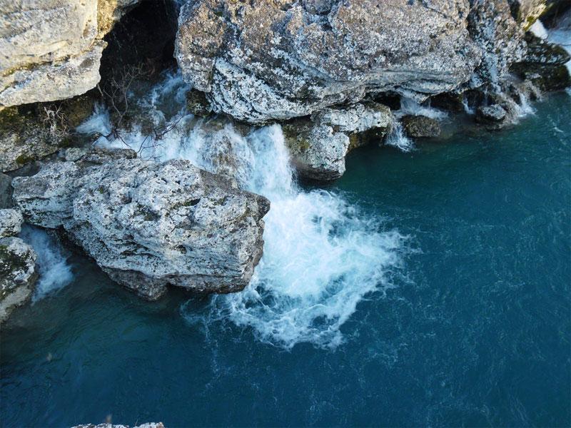 Узкий и извилистый каньон - привлекательное место для любителей активного туризма