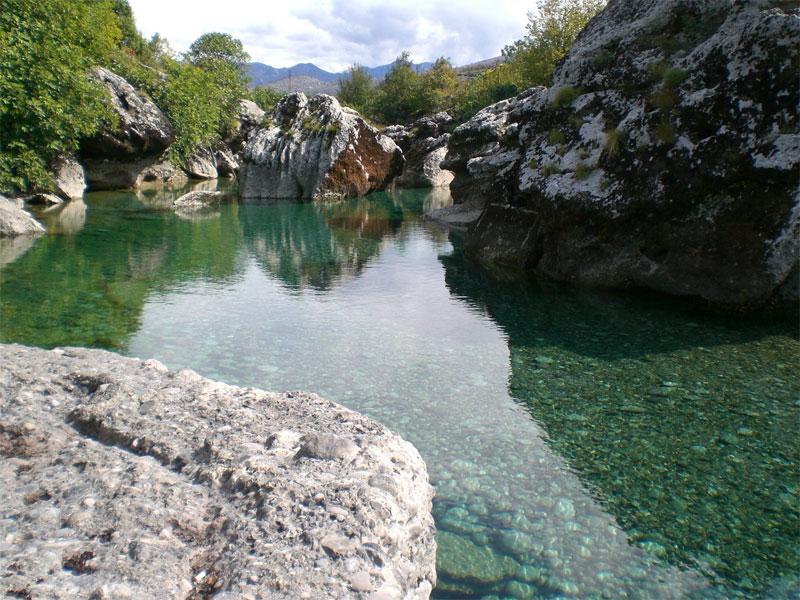 Река Циевна - это классическое воплощение очень красивых черногорских рек