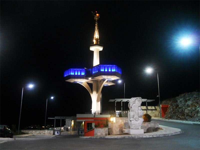 Особенно красиво Дайбабская башня выглядит ночью в свете прожекторов