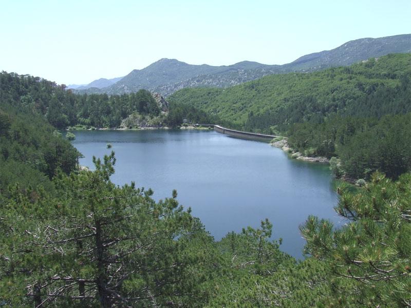 Граховское озеро - результат сооружения на реке искусственной плотины