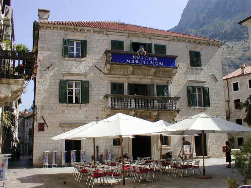 В здании дворца Гргурина сегодня размещается Морской музей Черногории