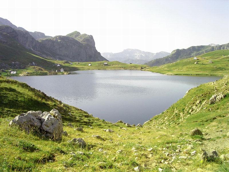 Всех своих посетителей Капитаново озеро встречает потрясающими красотами