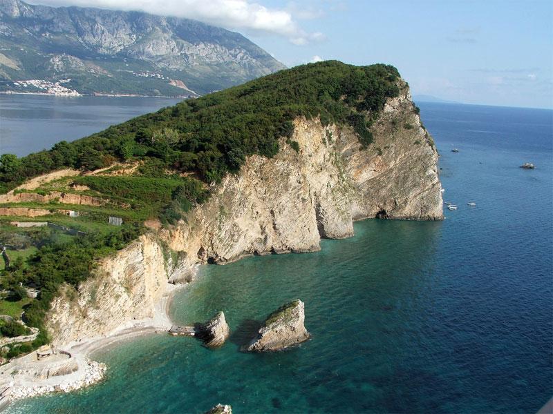 Остров Святого Николая большей частью состоит из высокой скалы
