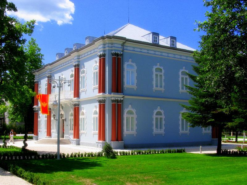 Голубой дворец - резиденция президента Черногории