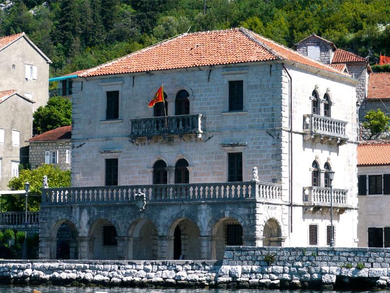 Дворец Буйовичей - это классический образец венецианского барокко