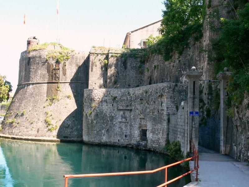 Ворота Гурдич единственные в Старом Которе оснащены подъемным мостом