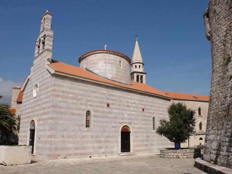 Церковь Святой Троицы в Будве была построена в типичном византийском стиле