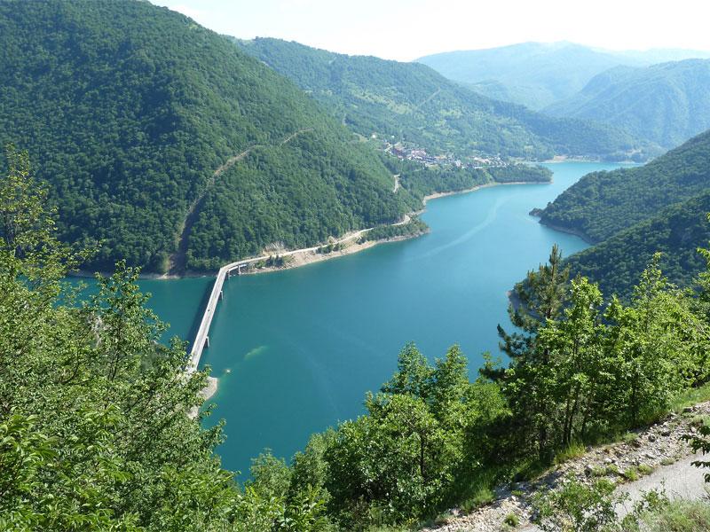 Пивское водохранилище - крупнейший резервуар с чистейшей пресной водой в Черногории