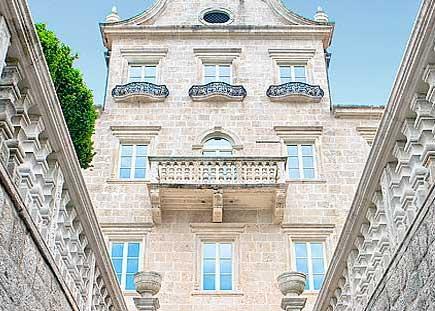 Дворец Трипковичей отличается пышностью барочных форм