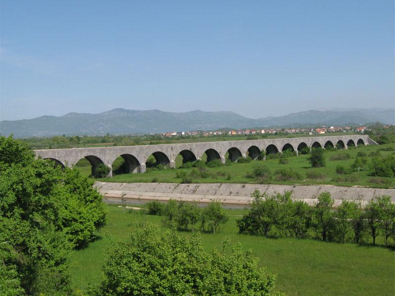 Царский мост и сегодня продолжает очаровывать своей архитектурной красотой