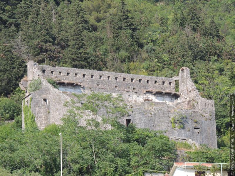Крепость Святого Креста над Перастом ныне пребывает в полуразрушенном состоянии