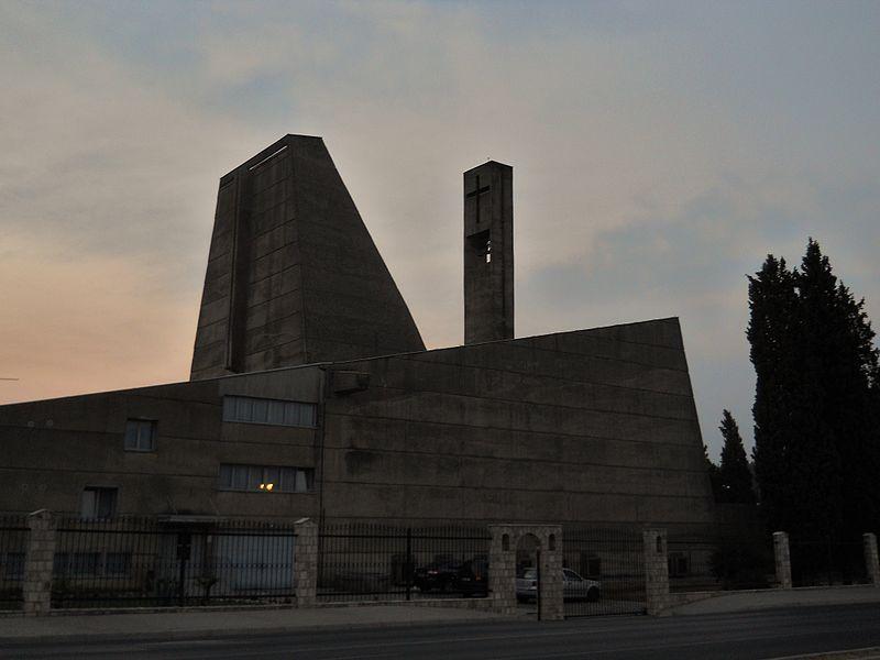 Католический храм Пресвятого Сердца Иисуса отличается довольно смелой архитектурой