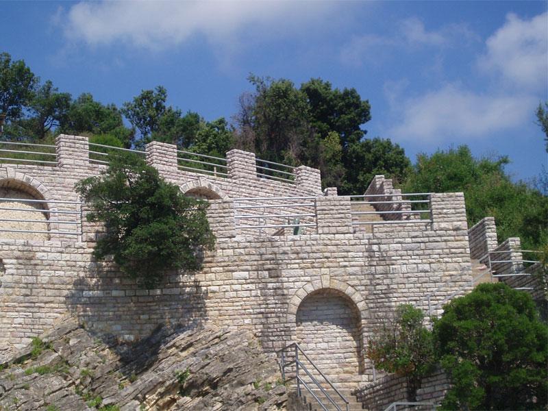Как и подобает военному объекту, лазарет в Мельине был сооружен в виде крепости