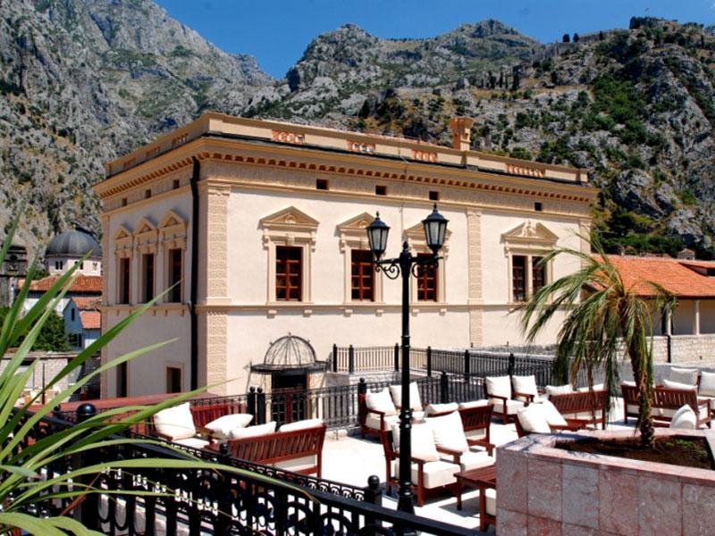 Сегодня в стенах бывшего Наполеоновского театра размещается фешенебельный отель