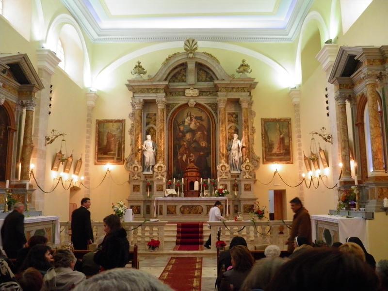Деревянные алтари - главная достопримечательность Свято-Никольской церкви